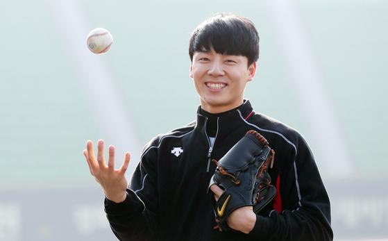 LG 신인 투수 한선태는 학교팀 등에서 정식으로 야구를 배운 적이 없다. 비선수 출신이지만, 일본 독립리그를 거쳐 프로선수의 꿈을 이뤘다. [변선구 기자]