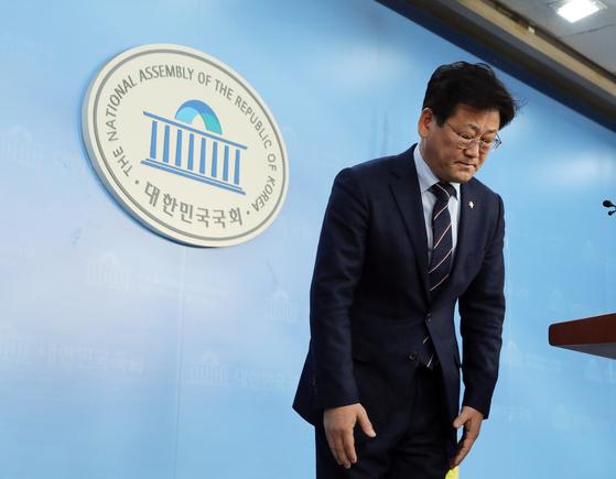 공항에서 신분증 확인을 요구한 직원에게 갑질했다는 의혹이 제기된 김정호 더불어민주당 의원이 27일 국토교통위원회에서 배제됐다. [뉴스1]
