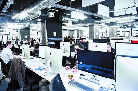 프랑스 파리에 있는 정보기술(IT) 인재 양성기관 '에꼴42'. 이 학교는 순수 민간 교육기관으로 학비·교수·졸업장이 없는 것이 특징이다. [사진 에꼴42]