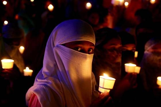 인도 8세 여아의 성폭행 살해에 공분하며 촛불을 든 시민들. [EPA=연합뉴스]