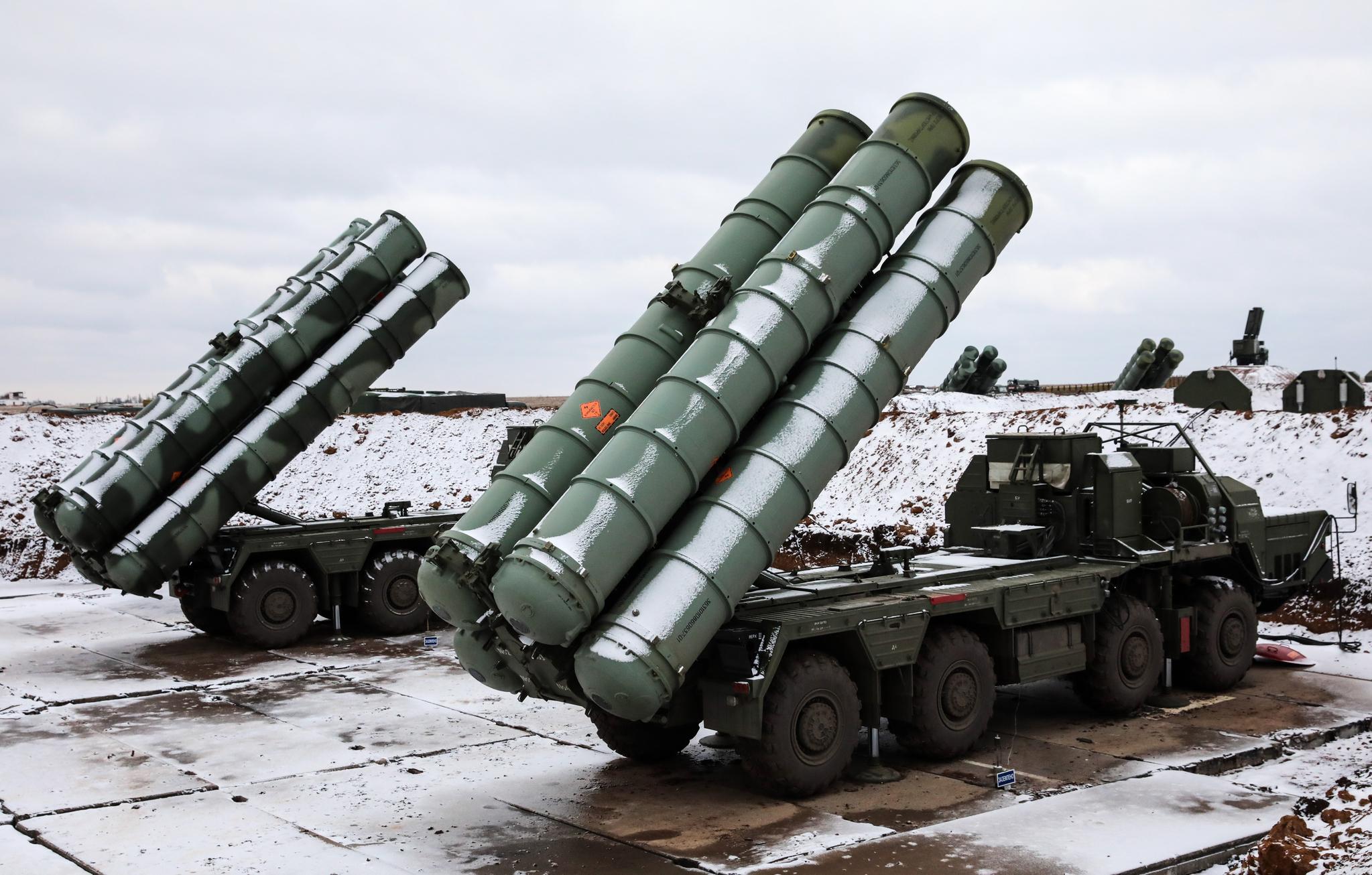 '러시아판 사드'로 알려진 최신형 지대공 미사일 시스템 'S-400 트리움프'. [TASS=연합뉴스]