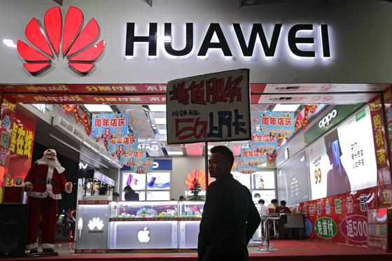 멍완저우 화웨이 CFO 체포 사태 이후 중국에서는 중국 브랜드에 대한 지지와 미국 제품에 대한 폭넓은 보이콧을 벌이고 있는 것으로 알려졌다. [연합뉴스]