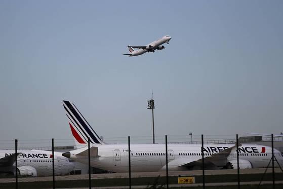 프랑스 파리 샤를드골국제공항에서 모형 총을 소지한 남성 2명이 목격돼 혼란이 발생했다. [연합뉴스]