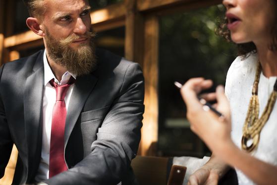 대화에는 두 부류의 사람이 있다. 말을 하는 사람과 말을 하려고 기다리는 사람이다. 듣는 사람이 없다니 재미있지 않은가? [사진 pixabay]