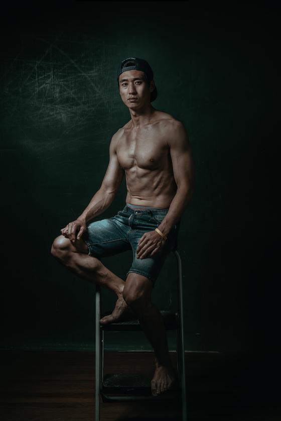 축구선수로 못다 이룬 꿈을 맨몸운동 전도사가 되어 펼쳐나가고 있는 안준영 씨. [사진 이상원]