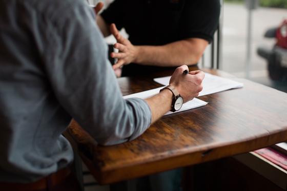 가까이 지내던 변호사는 의뢰인의 이야기에 경청하리라 마음을 먹었지만 이야기를 들어주다 보면 상담이 길어져 비효율적인 것 같다며 계속 하는 것이 맞냐며 어려움을 토로한 적이 있다. [사진 pixabay]