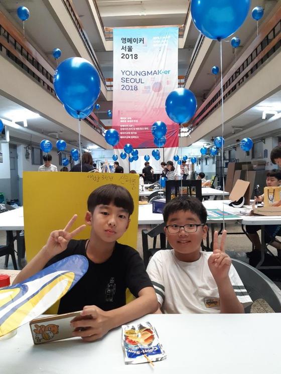 올해 메이커 교육 프로젝트인 '영메이커 서울 2018'에 참여한 희중·희윤군. [사진 신지현씨]