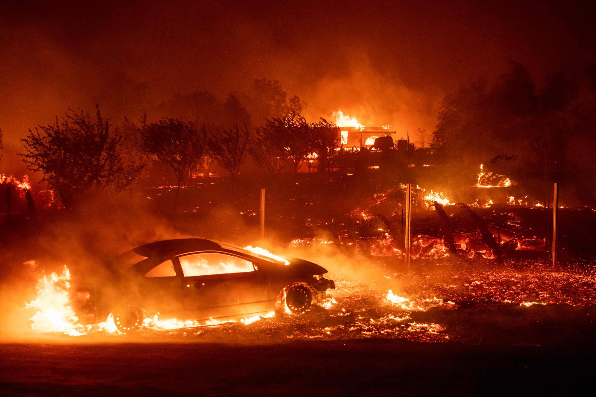 캠프파이어는 미국 캘리포니아주 북부 뷰트 카운티에서 11월 8일 발생해 건물 1만5000여채를 태우고 86명의 사망자를 낸 뒤 25일만에 진화됐다.[AFP=연합뉴스]