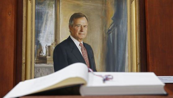 미국 텍사스의 조지 H W 부시 대통령 기념관에 걸려 있는 초상화. [EPA=연합뉴스]