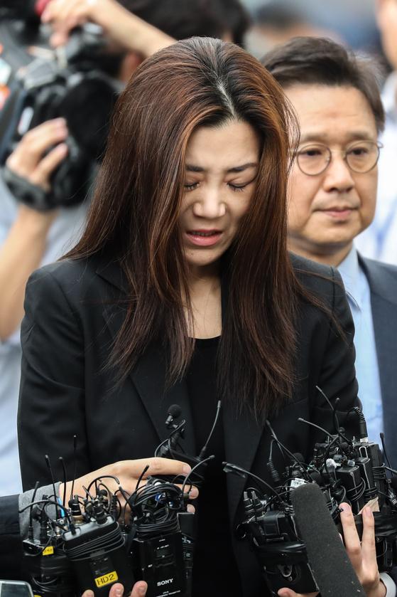 '물벼락 갑질'로 물의를 일으킨 조현민 전 대한항공 전무가 지난 5월 서울 강서경찰서에 피의자 신분으로 출석했다. [사진 뉴스1]