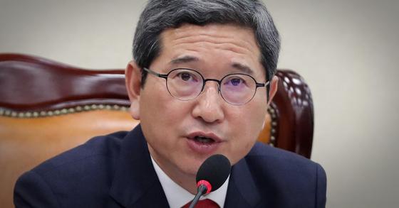 자유한국당 소속 김학용 국회 환경노동위원장 [연합뉴스]