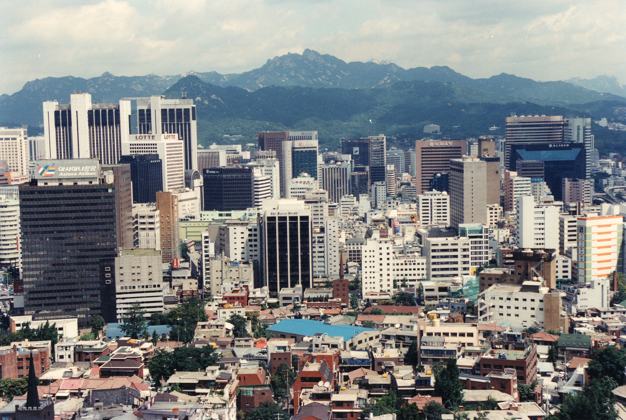 대형빌딩으로 꽉 들어찬 서울의 전경이다.