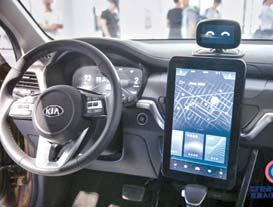 인공지능(AI) 샤오두 로봇을 탑재한 기아 차 즈파오의 실내 모습.