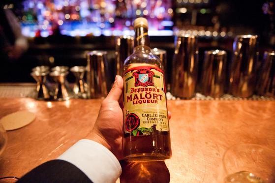 """말로트(Malort). 시카고의 향토 술 비슷한 것으로 """"아름답고 활기차지만 가끔은 위험하고 바람 많고 쓰라린 경험을 안겨주는"""" 시카고의 모든 것이 담겼다고 한다. [사진 flickr(저작자 star5112)]"""