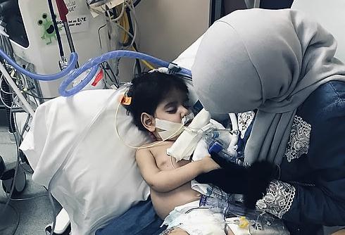 미국서 예멘 엄마 만난 두살배기, 상봉 열흘 만에 하늘나라로