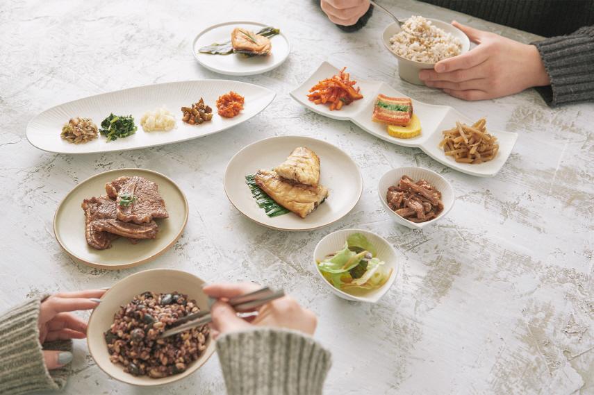 암환자에게 잘 먹는 것이 중요하다. 항암 치료 중에는 단백질 섭취가, 끝난 후에는 균형 잡힌 식사가 이뤄져야 한다고 전문가들은 입을 모은다. 닥터키친 제공