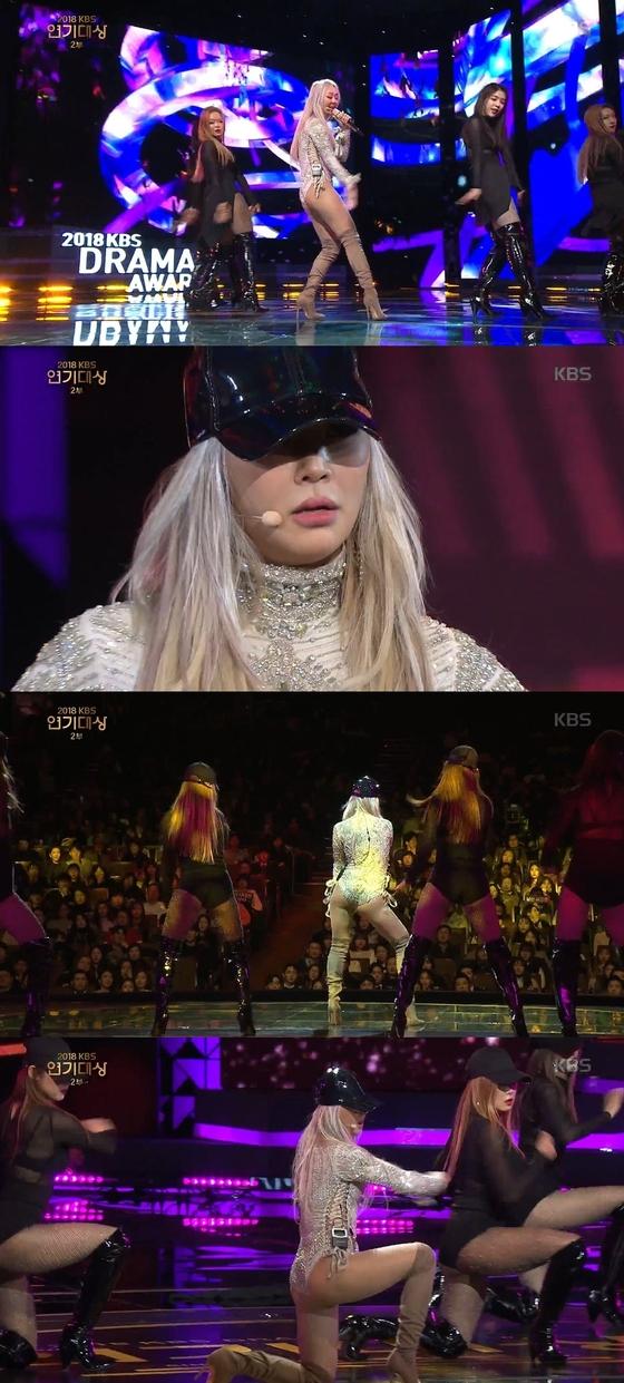 그룹 씨스타 출신 가수 효린(29)이 지난해 12월31일 방송된 '2018 KBS 연기대상'에서 축하공연을 하고 있다. [KBS 방송 캡처]