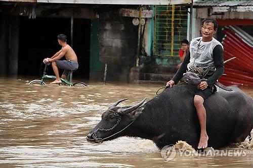 열대성 저기압 '오스만' 영향으로 폭우 내린 필리핀. [EPA=연합뉴스]