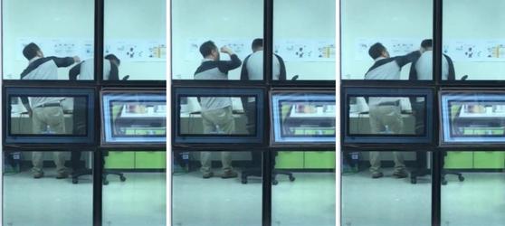 송명빈 마커그룹 대표가 지난 5월 21일 서울 강서부 본사에서 직원 A씨의 머리를 때리고 있다. [연합뉴스]