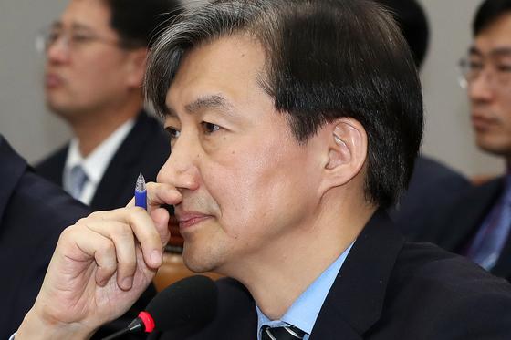 조국 청와대 민정수석이 지난해 12월 31일 오후 서울 여의도 국회에서 열린 운영위원회 전체회의에서 생각에 잠겨 있다. [뉴스1]