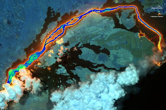 분출하는 용암, 쓰나미 덮친 해변…우주에서 본 2018 지구 풍경
