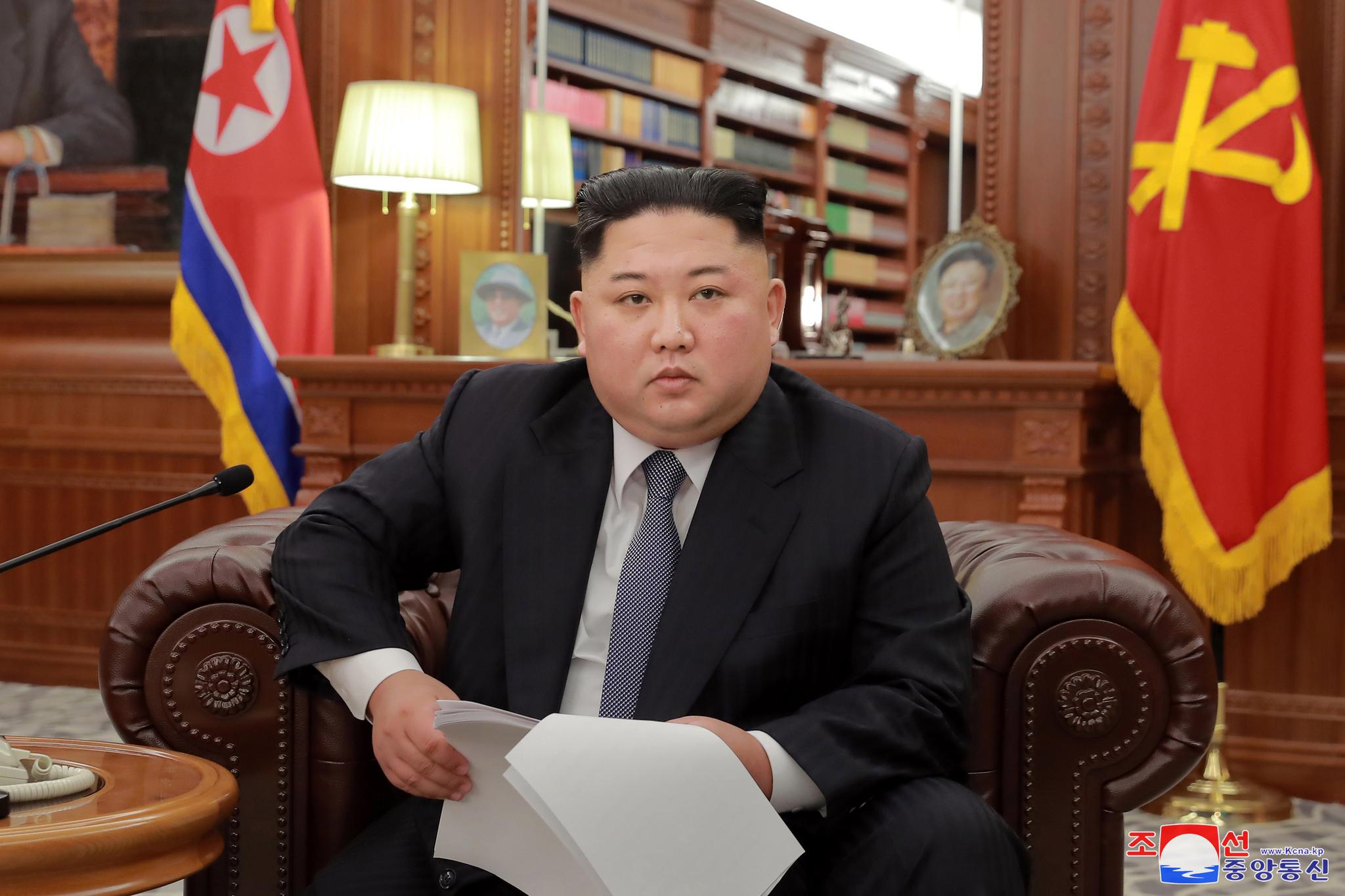 김정은 국무위원장이 노동당 중앙위원회 청사에서 신년사를 발표했다고 조선중앙통신이 1일 보도했다. [조선중앙통신]