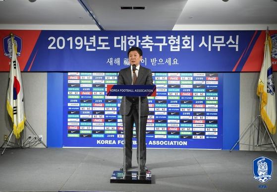 2019년 신년사를 밝히는 정몽규 대한축구협회 회장. [사진 대한축구협회]
