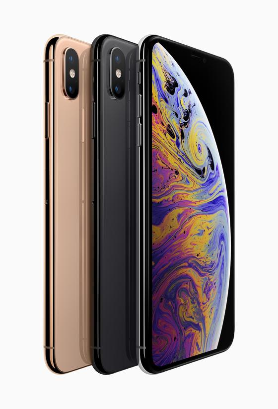 애플이 지난해 공개한 신형 아이폰XS. [사진 애플]