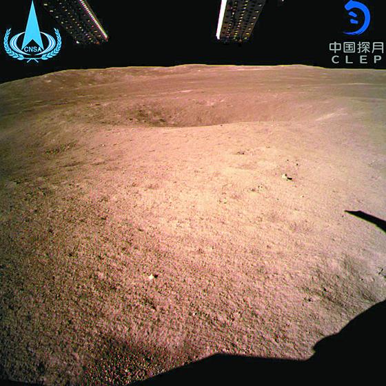 이 모습이 달의 뒤태 ... 중국 세계 첫 달 뒷면 터치다운