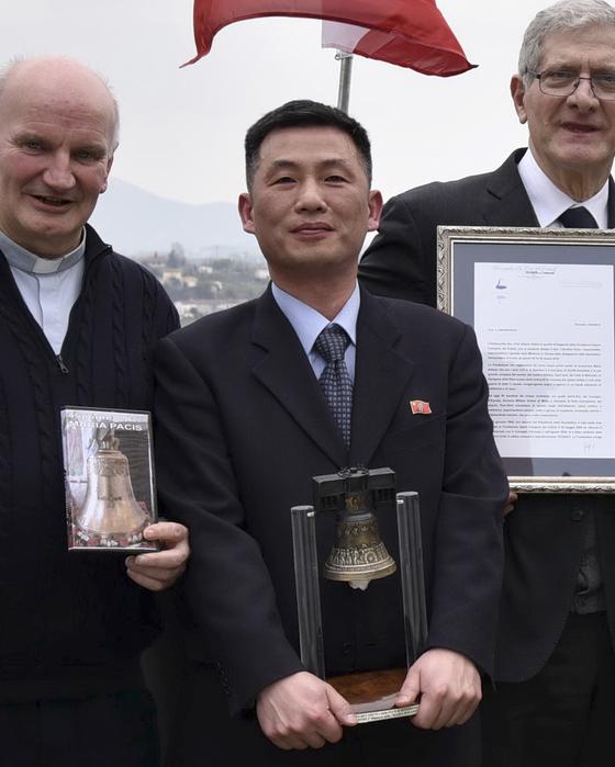 지난해 11월 초 이탈리아 주재 북한 대사관에서 잠적한 조성길 대사 대리. [AP=연합뉴스]