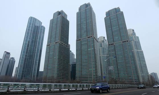 고급주택 대명사로 꼽히는 서울 강남구 도곡동 타워팰리스. [중앙포토]