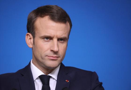 """에마뉘엘 마크롱 프랑스 대통령이 신년사에서 '노란 조끼' 시위대를 '증오에 찬 군중""""이라고 비판한 가운데 시위 정국이 다시 들썩이고 있다. [연합뉴스]"""