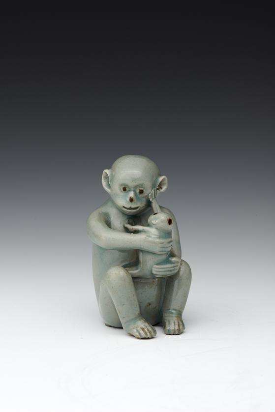 청자모자원숭이형연적(12세기, 국보 ㅈ[270호). [사진 간송미술관]