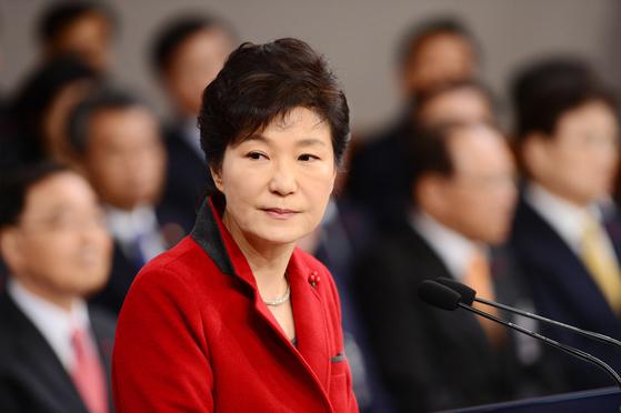 박근혜 대통령이 2015년 1월 청와대 춘추관에서 집권 3년차 국정운영 구상을 밝히는 신년 기자회견을 하고 있다. [청와대사진기자단]