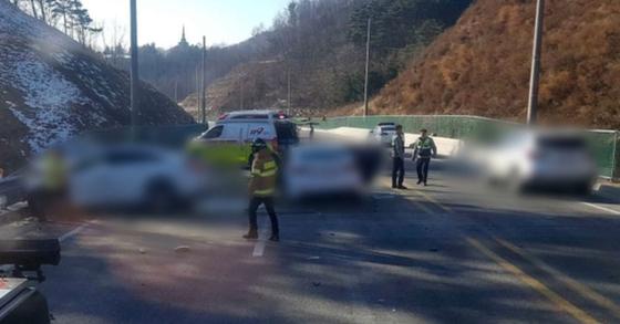 6일 오후 2시 30분 강원도 횡성군의 한 도로에서 차량간 충돌사고가 발생해 1명이 숨지고 3명이 부상을 당했다. [사진 평창소방서 제공]