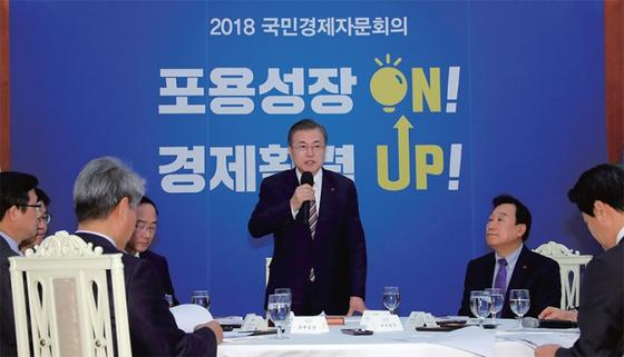 문재인 대통령이 지난 12월 26일 오후 청와대에서 열린 국민경제자문회의에서 발언하고 있다. / 사진:연합뉴스