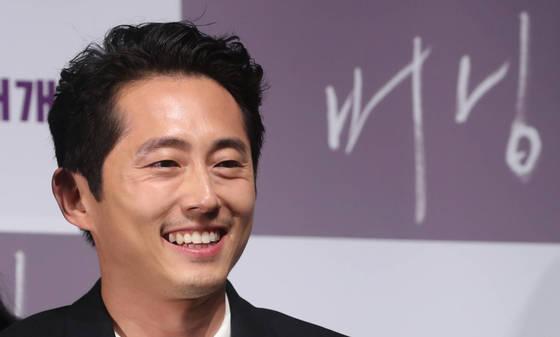 영화 버닝에 벤 역할로 출연한 스티븐 연이 6일(현지시간) 전미비평가협회가 주는 '최우수조연상'을 수상했다. [뉴시스]