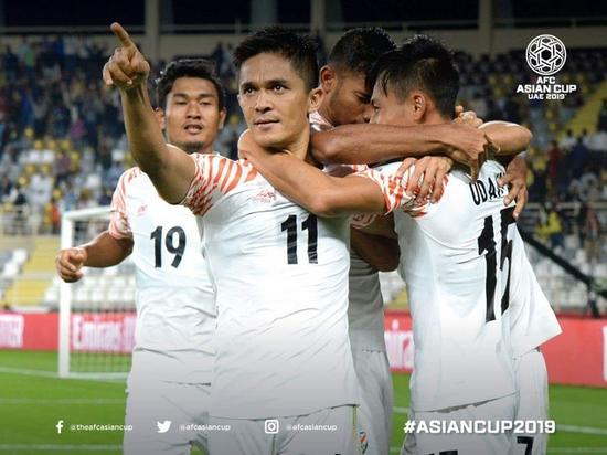 캡틴 판타스틱 수닐 체트리가 인도의 돌풍을 이끌까. 체트리는 6일 열린 2019 UAE 아시안컵 조별예선 A조 태국과 경기에서 멀티골을 넣으며 대표팀의 4-1 대승을 이끌었다. AFC 아시안컵 페이스북