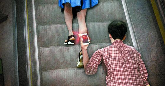 8일 지하철에서 여성의 신체를 몰래 촬영하다 발각돼 사직한 전직 판사가 변호사로 다시 활동하게됐다, 기사 내용과 자료 이미지는 관련이 없습니다. [연합뉴스]