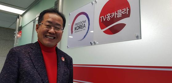 홍준표 자유한국당 전 대표가 TV홍카콜라 제작 사무실에서 유튜브 방송 동기를 말하고 있다. 장세정 기자