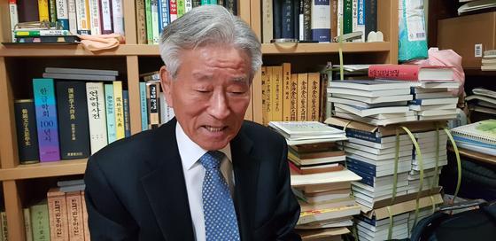 아흔 한살에 한글 연구저서를 집필한 김승곤 건국대 명예교수. 손국희 기자