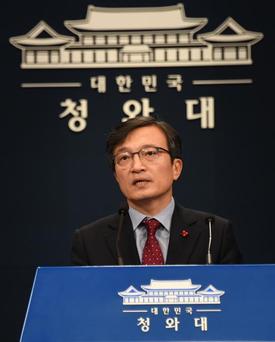 청와대 김의겸 대변인이 청와대에서 브리핑을 하고 있다. [청와대사진기자단]
