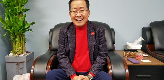 홍준표 자유한국당 전 대표는 자신을 유튜브 1인 미디어인 TV홍카콜라 회장이라고 소개했다. 장세정 기자