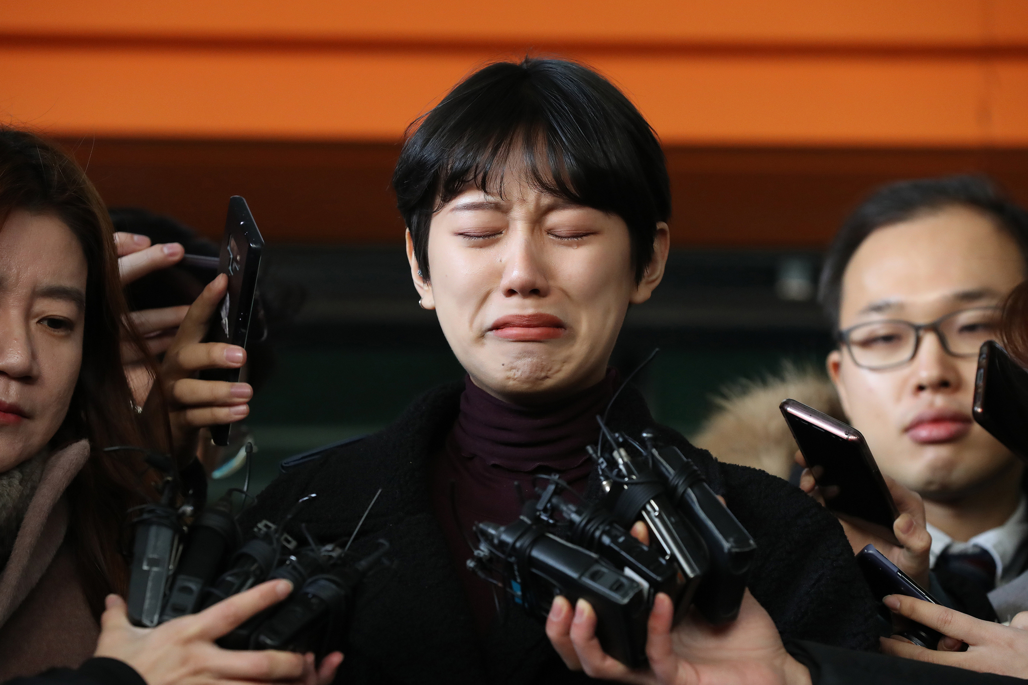 '비공개 촬영회'를 폭로한 유튜버 양예원이 구속기소된 촬영자 모집책 최모씨(46)의 선고공판이 열린 9일 오전 서울 마포구 서부지법을 나오며 취재진의 질문을 받고 있다. [연합뉴스]