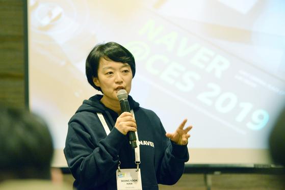 한성숙 네이버 대표가 8일 미국 라스베이거스에서 열린 기자간담회에서 네이버의 사업전략에 대해 말하고 있다.