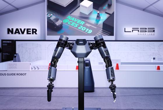 네이버가 개발한 브레인리스 로봇 앰비덱스는 두뇌에 해당하는 고성능 프로세서와 로봇 본체를 분리한 뒤 두뇌와 팔을 5G기술을 통해 연결한 로봇이다. 클라우드 형태의 고성능 프로세서는 여러 대의 두뇌가 없는 로봇을 동시에 제어할 수 있다.