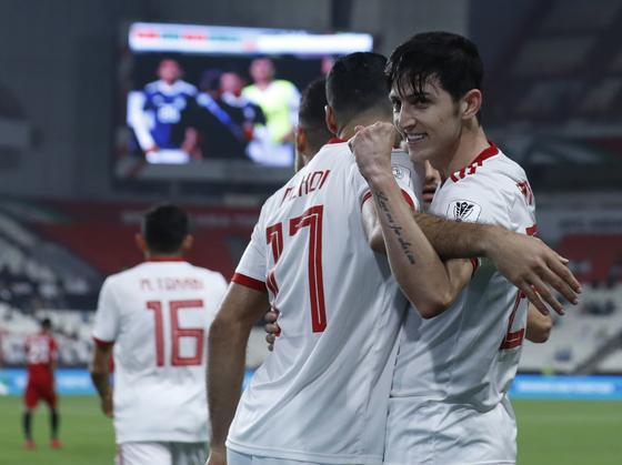 이란 공격수 사르다르 아즈문이 8일 열린 예멘과의 아시안컵 조별리그 1차전에서 골을 넣고 기뻐하고 있다. [AP=연합뉴스]