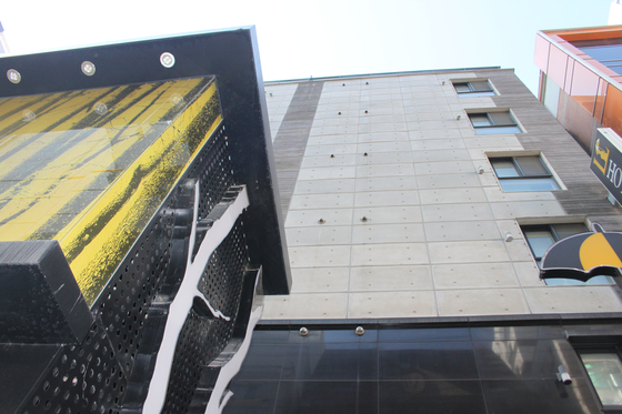 유서를 써놓고 잠적했던 신재민 전 사무관이 지난 3일 발견된 서울 관악구 봉천동의 L호텔.[조강수 기자]