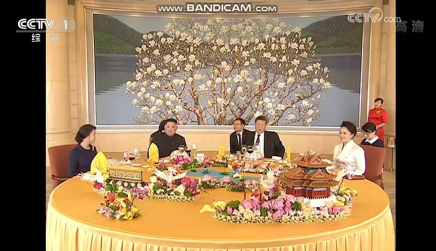 중국 CC-TV가 보도한 9일 부부 오찬장의 양국 정상 부부. 베이징호텔 18층 베이징팅이다. [CC-TV 캡처]