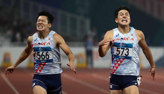 지난해 8월 29일 인도네시아 자카르타 겔로라 붕 카르노(GBK) 스타디움에서 열린 아시안게임 남자 육상 200m 결승전에서 대한민국 김국영과 박태건이 역주하고 있다. 이 경기에서 김국영은 4위, 박태건은 5위를 기록했다. [뉴스1]